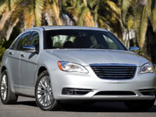 2014-Chrysler-200-Sedan-Front-Quarter-6-1500x1000.jpg