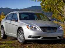 2014-Chrysler-200-Sedan-Front-Quarter-7-1500x1000.jpg