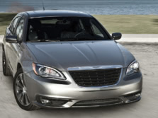 2014-Chrysler-200-Sedan-Front-Quarter-8-1500x1000.jpg