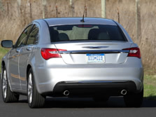 2014-Chrysler-200-Sedan-Rear-Quarter-2-1500x1000.jpg