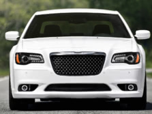 2014-Chrysler-300-SRT-Front-1500x1000.jpg