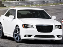 2014-Chrysler-300-SRT-Front-Quarter-1500x1000.jpg