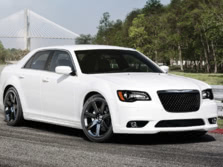 2014-Chrysler-300-SRT-Front-Quarter-5-1500x1000.jpg