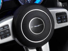 2014-Chrysler-300-SRT-Steering-Wheel-1500x1000.jpg