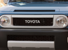 2014-Toyota-FJ-Cruiser-Badge-1500x1000.jpg