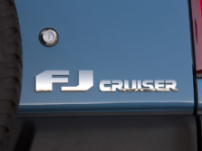 2014-Toyota-FJ-Cruiser-Badge-2-1500x1000.jpg