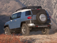 2014-Toyota-FJ-Cruiser-Rear-Quarter-2-1500x1000.jpg