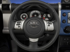 2014-Toyota-FJ-Cruiser-Steering-Wheel-1500x1000.jpg