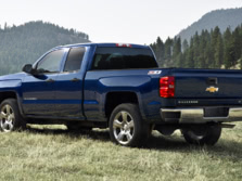 2015-Chevrolet-Silverado-1500-Rear-Quarter-4-1500x1000.jpg