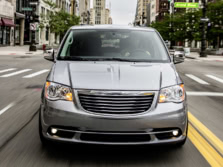 2015-Chrysler-Town-and-Country-Front-1500x1000.jpg