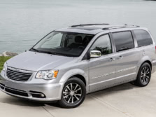 2015-Chrysler-Town-and-Country-Front-Quarter-1500x1000.jpg