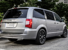 2015-Chrysler-Town-and-Country-Rear-Quarter-1500x1000.jpg
