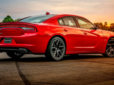 2015-Dodge-Charger-Rear-Quarter-3-1500x1000.jpg