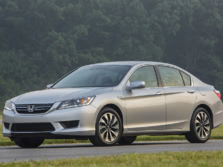 2015-Honda-Accord-Front-Quarter-11-1500x1000.jpg