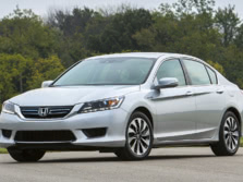 2015-Honda-Accord-Front-Quarter-12-1500x1000.jpg