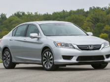 2015-Honda-Accord-Front-Quarter-14-1500x1000.jpg