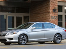 2015-Honda-Accord-Front-Quarter-28-1500x1000.jpg