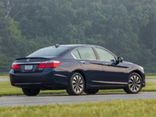 2015-Honda-Accord-Rear-Quarter-14-1500x1000.jpg