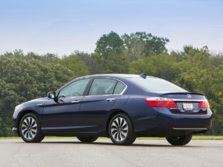 2015-Honda-Accord-Rear-Quarter-16-1500x1000.jpg