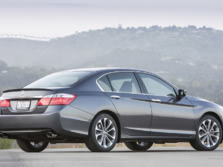 2015-Honda-Accord-Rear-Quarter-52-1500x1000.jpg