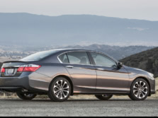 2015-Honda-Accord-Rear-Quarter-54-1500x1000.jpg