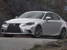 2015-Lexus-IS-Front-Quarter-24-1500x1000.jpg