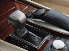 2015-Lexus-LS-Center-Console-6-1500x1000.jpg