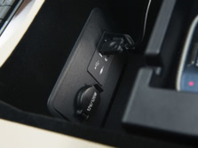2015-Lexus-LS-Center-Console-7-1500x1000.jpg