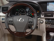 2015-Lexus-LS-Steering-Wheel-1500x1000.jpg