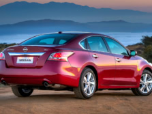 2015-Nissan-Altima-Rear-Quarter-2-1500x1000.jpg