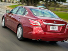 2015-Nissan-Altima-Rear-Quarter-4-1500x1000.jpg