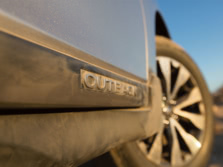 2015-Subaru-Outback-Badge-1500x1000.jpg