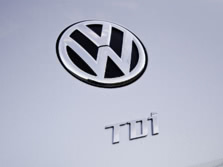 2015-Volkswagen-Beetle-Badge-4-1500x1000.jpg