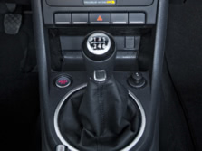 2015-Volkswagen-Beetle-Center-Console-8-1500x1000.jpg