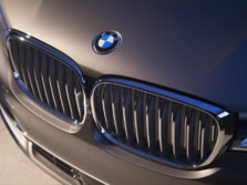 2016-BMW-7-Series-Badge-3-1500x1000.jpg