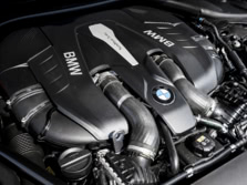 2016-BMW-7-Series-Engine-2-1500x1000.jpg