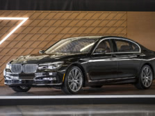 2016-BMW-7-Series-Front-Quarter-2-1500x1000.jpg