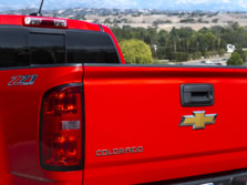 2016-Chevrolet-Colorado-Badge-1500x1000.jpg