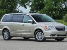 2016-Chrysler-Town-and-Country-Front-Quarter-2-1500x1000.jpg