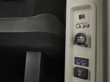 2016-Chrysler-Town-and-Country-Interior-Detail-2-1500x1000.jpg
