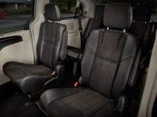 2016-Chrysler-Town-and-Country-Rear-Interior-1500x1000.jpg